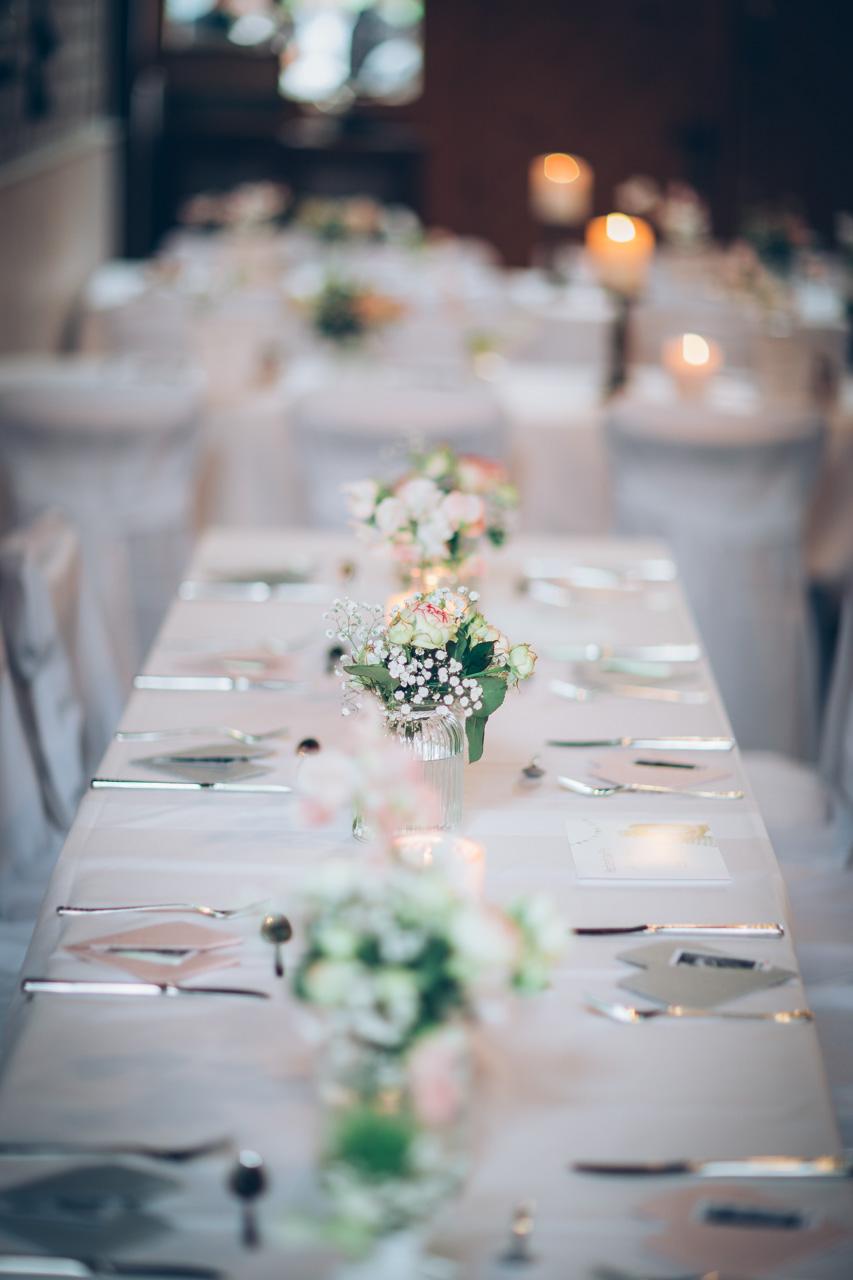 Hochzeitsdekoration - Blumen und Tischdekoration
